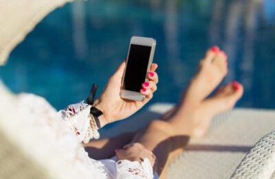 roaming-phone-AP87426690-large